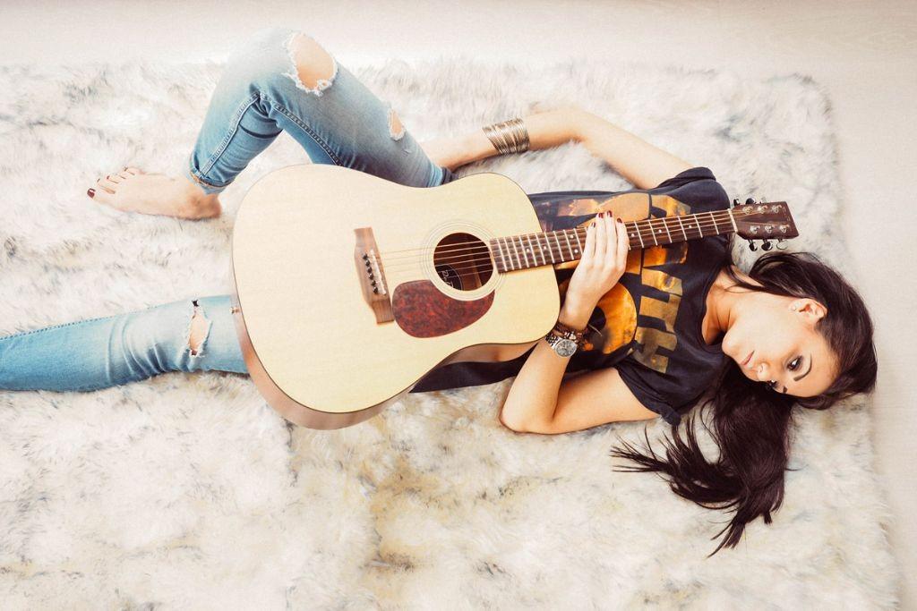 She-loves-music-2-Eli---copyright-Vero-Lammert