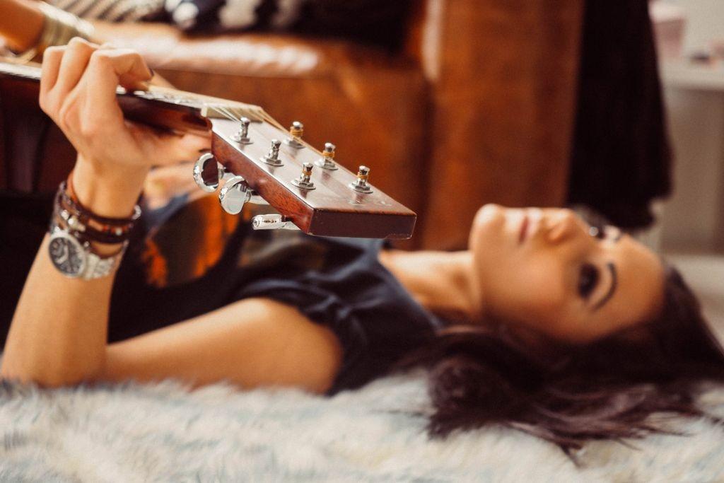 She-loves-music-4-Eli---copyright-Vero-Lammert